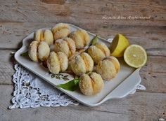 Limoncini con crema al limone,biscotti tipo pesche dolci,ma invece dell'alchermes ho usato il limoncello
