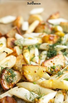 Pieczone białe szparagi z ziemniakami » Jadłonomia · wegańskie przepisy nie tylko dla wegan