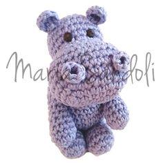 Receita de Amigurumi de Crochê Hipopótamo Fredinho, desenvolvida pela artesã Maria Sandoli. Receita de crochê grátis, completa e com passo a passo detalhado