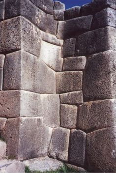 Notice the blocks that are shaped to turn a corner and interlock with blocks at the nearly 90 degree angle. This same building technique is found half a world away in the Osirieon in Egypt, also with the same mortarless, polygonal, vitrified stone process. And they both thought it up independently?