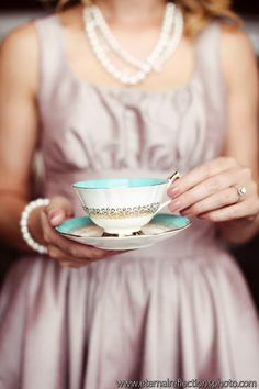 OMGOSH...how cute would it be to have tea cups to incorporate into the VINTAGE theme?!  Love it!