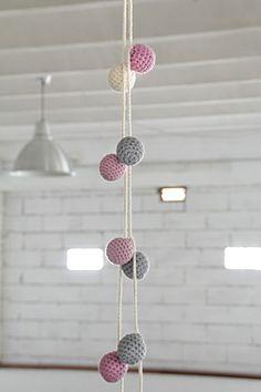 Banderolas bolas de ganchillo | Cosmos. Artesanía y arte en línea