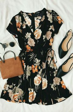@herhappyhabits  chic dress floral flora fleur flower print flat shoes sunnies handbag fashion style lookbook photography photography Parisian