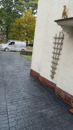 www.dee-print.co.uk Cheshire cobble pattern imprinted concrete driveway in Chester.slate grey