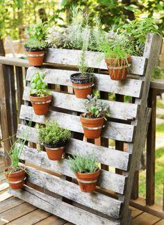 8 Astuces de décoration de jardin, avec des objets récupérés!