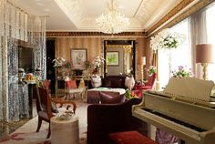 Tour The St. Regis Singapore with our photo gallery. Our Singapore hotel photos will show you accommodations, public spaces & more. Best Living Room Design, Living Room Designs, Palaces, Singapore Hotel Rooms, Luxury Definition, Singapore Photos, Villa, Hospitality Design, Decoration