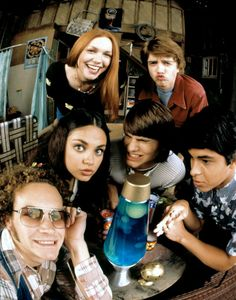 Take a look at how Eric, Donna, Fez, Kelso, Jackie and Hyde have changed since the show's first season in 1998 . Best Shows On Netflix, Best Tv Shows, Favorite Tv Shows, Favorite Things, How I Met Your Mother, Movies Showing, Movies And Tv Shows, Top Movies, Steven Hyde