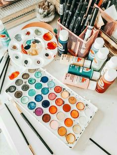 VSCO is a creative channel. We build creative tools, spaces, and connections driven by self-expression. Art Hoe Aesthetic, Aesthetic Painting, Artsy Fartsy, Painting & Drawing, Realistic Oil Painting, Aesthetic Wallpapers, Art Inspo, Art Drawings, Vsco