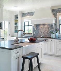 Cape Cod kitchen | Artemis and Apollo
