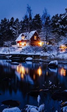 26 Lonely Houses In The Middle Of A Winter Wonderland Winter Wonderland, Beautiful World, Beautiful Places, Beautiful Live, Winter Scenery, Winter Sunset, Snow Scenes, Winter Beauty, Cabins In The Woods