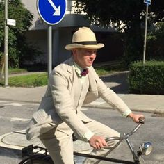 Summer bicycle ride in linen suit. Photo taken by, and vintage bike bought from, @vintagemannen #dapper #linen #linensuit #summersuit #3piecesuit #bowtie #hat #panamahat #bike #vintagebike