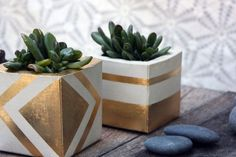 Aztec Gold Planter von TheSwedishGypsy auf Etsy - Dekoration Selber Machen Aztec Gold Planter by The Gold Planter, Wooden Planters, Diy Planters, Concrete Crafts, Concrete Projects, Diy Projects, Do It Yourself Decoration, Aztec Gold, Beton Design