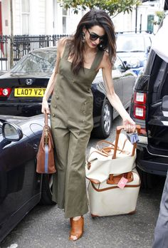 Amal Clooney accessorized her Sonia Rykiel khaki-colored jumpsuit with gemstone drop earrings, a LaLa Queen striped bag, and black sunglasses. She completed her outfit with tan slingback mules and matched her look with her neutral Bric's suitcases. Stylish Outfits, Fashion Outfits, Womens Fashion, Fashion Trends, Amal Clooney, George Clooney, Winter Typ, Looks Chic, Olivia Palermo