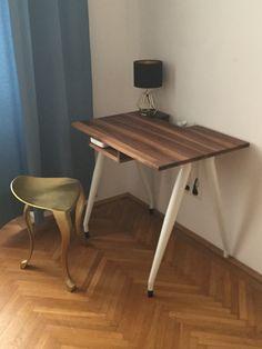 Nussholz Tischerl mit integrierter Steckerleiste und Facherl für Wlan Router Drafting Desk, Office Desk, Furniture, Home Decor, Wi Fi, Plugs, Timber Wood, Desk Office, Decoration Home