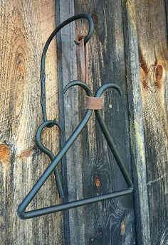 Start now staffed metal working projects Blacksmith Shop, Blacksmith Projects, Horseshoe Crafts, Horseshoe Art, Metal Projects, Welding Projects, Art Projects, Metal Crafts, Wood Router