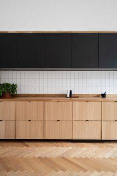 Ikea Kitchen Cabinets, Wooden Cabinets, Tiles For Kitchen, Black Ikea Kitchen, Kitchen Wood, Apartment Interior, Kitchen Interior, Ikea Ekestad, Sheila E
