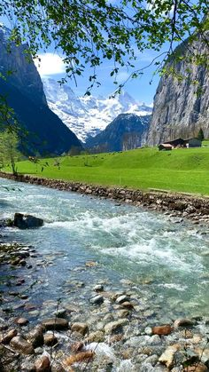 Lauterbrunnen, Switzerland 🇨🇭🏔 Beautiful Nature Pictures, Beautiful Nature Scenes, Nature Photos, Amazing Nature, Beautiful Places To Travel, Cool Places To Visit, Oh The Places You'll Go, Mountain Landscape, Nature Photography