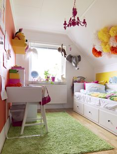 storage daybed, white walls, colorful accents // girl's bedroom