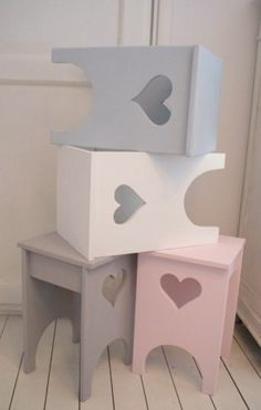 pastel painted stools with heart detail Wood Projects, Woodworking Projects, Projects To Try, Kids Furniture, Painted Furniture, Wood Crafts, Diy And Crafts, Painted Stools, Little Girl Rooms