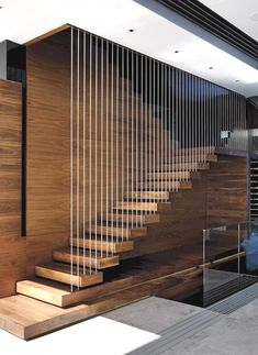 Top 10 Unique Modern Staircase Design Ideas for Your Dream House Most people dream of a big house with two or more floors. SelengkapnyaTop 10 Unique Modern Staircase Design Ideas for Your Dream House Modern Stair Railing, Stair Railing Design, Stair Handrail, Staircase Railings, Staircase Ideas, Railing Ideas, Staircase Pictures, Floating Staircase, Staircases