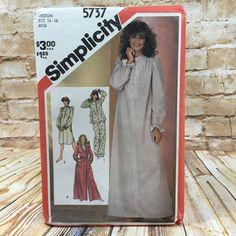 Vintage Simplicity 5737 Womens Nightgown Pajamas Robe Size Medium 14 16 Pattern #simplicity #Robe