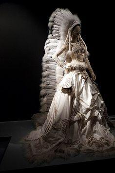 Résultats de recherche d'images pour «sculptural fashion prisoner»