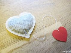 Valentijns thee: Maak je eigen theezakje - Creatips.nl - Valentijns thee: Maak je eigen theezakje – Creatips. Mothers Day Presents, Diy Presents, Dollar Store Crafts, Crafts To Sell, Love Gifts, Diy Gifts, Sweet Dreams My Love, Poppy Craft, Happy Anniversary Cards
