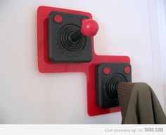 88 Holiday Gaming Decor Presents - The Gamer Christmas Gifts are a Surprise for Video Game Lovers // If my son(s) are ever in gaming, this would make a cute coat hanger for their room! Nerd Room, Gamer Room, Sala Nerd, Boy Room, Kids Room, Hook Game, Deco Gamer, Video Game Rooms, Video Games