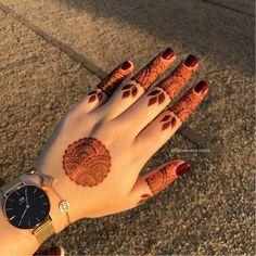 Simple Mehndi Designs Fingers, Circle Mehndi Designs, Modern Henna Designs, Indian Henna Designs, Floral Henna Designs, Stylish Mehndi Designs, Mehndi Designs For Girls, Mehndi Designs For Beginners, Mehndi Design Photos