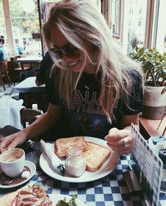 Claartje Rose, Dutch Blogger, shirt