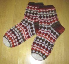 Knitting Socks, Knit Crochet, Yarns, Pattern, Color, Recipes, Fashion, Knit Socks, Moda