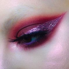 Cute Eye Makeup Ideas for the Perfect Party ★ See more: https://makeupjournal.com/cute-eye-makeup-perfect-look/