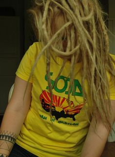 Coloca uma musica no som e aumenta o reggae. Ele te acalma, te deixa, tranquila, feliz..