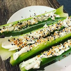Celery with cream cheese and Everything Bagel Seasoning Veggie Dip With Cream Cheese Recipe, Bagel With Cream Cheese, Diabetic Snacks, Keto Snacks, Healthy Snacks, Lunch Snacks, Healthy Cooking, Eating Healthy, Clean Eating Recipes