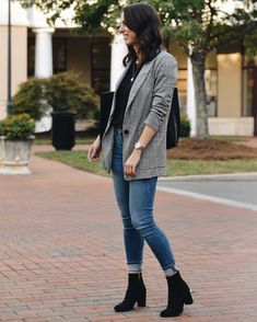 20 Women's Business Casual Blazer Styles 15 - Business Casual Outfits for Women Outfit Chic, Blazer Outfits Casual, Outfit Jeans, Hipster Outfits, Sporty Outfits, Mode Outfits, Trendy Outfits, Grey Blazer Outfit, Edgy Work Outfits