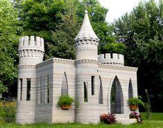 Man Builds World's First 3D-Printed Concrete Castle in His Own Backyard