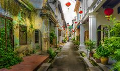 Ipoh old and new: come explore Malaysia's renaissance city - Lonely Planet Lonely Planet, Cool Places To Visit, Places To Go, Ipoh Malaysia, Vietnam, Hotel Boutique, Malaysia Travel, Malaysia Tour, Colonial Architecture