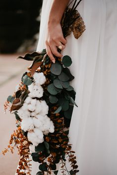The most beautiful dried Bouquet with cotton and eucalyptus. Marie's Wedding, Autumn Wedding, Floral Wedding, Dream Wedding, Wedding Trends, Dried Flower Bouquet, Flower Bouquet Wedding, Dried Flowers, Eucalyptus Bouquet