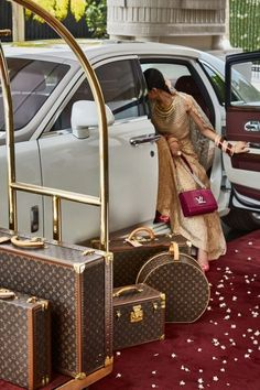 Now Get Your Bridal Trousseau Trunk At Louis Vuitton! - Now Get Your Bridal Trousseau Trunk At Louis Vuitton! Louis Vuitton Taschen, Louis Vuitton Monograme, Louis Vuitton Luggage, Vuitton Bag, Louis Vuitton Handbags, Vuitton Neverfull, Coach Handbags, Coach Bags, Boujee Lifestyle
