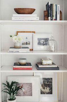 7 Dreamy organized bookshelves where the love of book meets style (Daily Dream Decor) - Bücherregal Dekor Cheap Home Decor, Diy Home Decor, Bookshelf Organization, Bookshelf Ideas, Book Shelves, Organization Ideas, Glass Shelves, Bookshelf Design, Shelving Ideas