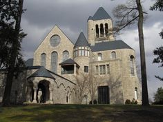 Check out  Malerie Yolen-Cohen's article about her visit to Glencairn Museum in Montgomery County!