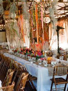 table de fête [Inspiration Mondial Tissus] Si les rubans remplaçaient les guirlandes pour embellir nos tables de Noël ?