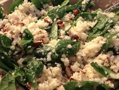En super skøn salat som kan bruges som tilbehør til de fleste retter eller spises som en selvstændig ret med et stykke brød til. Ingredienser: Blomkål i buketter, revet eller kørt på foodprocessoren Babyspinat Mandler ristet og hakket Parmesanost revet Citronsaft Olivenolie Fremgangsmåde: Bland blomkål, spinat, mandler og parmesan. Lav en dressing af citron og…
