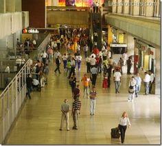 Se espera que más de 158 mil pasajeros lleguen a Maiquetía en Carnavales 2013 - http://www.leanoticias.com/2013/02/06/se-espera-que-mas-de-158-mil-pasajeros-lleguen-a-maiquetia-en-carnavales-2013/