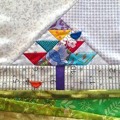 Flore's funky November #mysteryproject2015 #cottonandcolor #patchwork #patchworkquilt #quilt #patchworklovers #handicraft #handmade #creative #artesanato #quiltersofinstagram #madewithlove #quilterslife