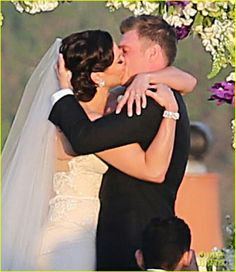 Backstreet Boys' Nick Carter is Married - Wedding Photos Here!: Photo Nick Carter shares a passionate kiss with Lauren Kitt after they became husband and wife during their wedding on Saturday (April in Santa Barbara, Calif. Celebrity Couples, Celebrity Gossip, Celebrity Weddings, Celebrity Photos, Wedding Couples, Wedding Photos, Men Tv, Carter Family, Latest Gossip