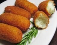 This chicken croquettes recipe (croquetas de pollo) always goes down well with me when grabbing some tapas or a lunch. As tasty as fish croquettes, these. Chicken Croquettes, Croquettes Recipe, Potato Croquettes, Potato Dishes, Potato Recipes, Potato Sticks, Seasoned Bread Crumbs, Food And Drink, Sweets