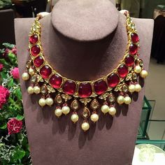 A very regal looking Jaipur style polki necklace