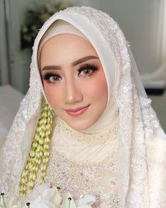More than 30 muslim wedding makeup , muslimische hochzeit make-up Kebaya Wedding, Muslimah Wedding Dress, Bridal Hijab, Muslim Wedding Dresses, Muslim Brides, Wedding Bridesmaid Dresses, Bridal Dresses, Dress Wedding, Diy Wedding Makeup