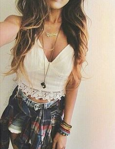Enjoy your Summer in not only casual but also trendy cute outfits. For more outfits, check out 57 looks cute Summer outfits ideas that you can try nowadays. Mode Hippie, Mode Boho, Cute Summer Outfits, Spring Outfits, Country Concert Outfit Summer, Flannel Outfits Summer, Spring Clothes, Mode Outfits, Casual Outfits